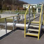 Safety bridge with railings