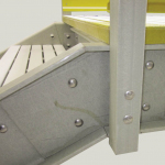 Composite connecting plate detail in multi-flight starcase