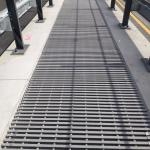 D1 - Soutice - Loket - zakrytí zrcadla mostu kompozitními skládanými rošty PREFAPOR 50x25/25