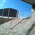 D47 - kompozitní zábradlí na obslužném schodišti