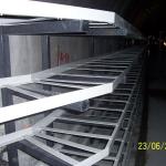 Ostrava - Kolektor Centrum - kompozitní stojiny s výložníky a segmentové kabelové lávky