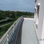 Malešická stráň - terasa osazená kompozitním zábradlím