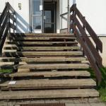 Valtrovice - bytový dům - původní stav schodiště