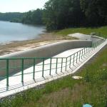 Vodní nádrž Těrlicko, bezpečnostní přeliv - kompozitní zábradlí se dvěma vodorovnými výplněmi