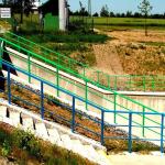 Vodní nádrž Těrlicko, bezpečnostní přeliv - kompozitní zábradlí v zákaznických barvách