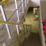 ÚV Znojmo - montáž kompozitního zábradlí kotveného shora do betonových schodů