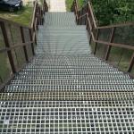 Hodonice - lávka nad železnicí - schody osazeny kompozitními rošty PREFAGRID