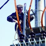 Kompozitní žebřík s plošinou pro obsluhu elektrických stožárů
